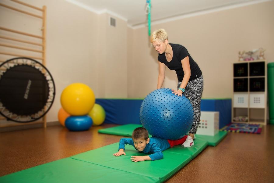 Znaczenie zmysłu dotyku i równowagi w prawidłowym rozwoju dziecka.