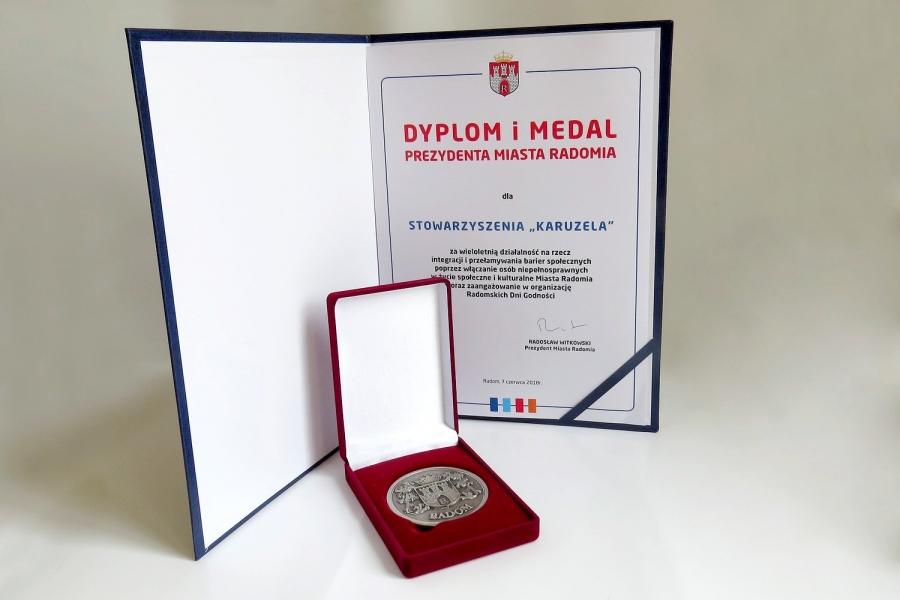 2018 Dyplom i Medal Prezydenta Miasta Radomia za wieloletnią działalność na rzecz  integracji
